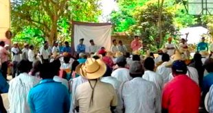 Retienen militantes PT credenciales INE