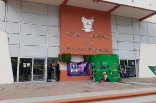 Feministas clausuran Palacio Gobierno Hidalgo