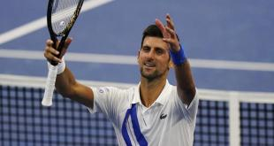 Descalifican a Novak Djokovik por pelotazo a juez