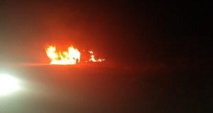 Se incendia camioneta con hidrocarburo robado en Singuilucan