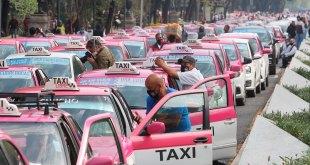 Bloquean taxistas carriles Reforma accesos AICM
