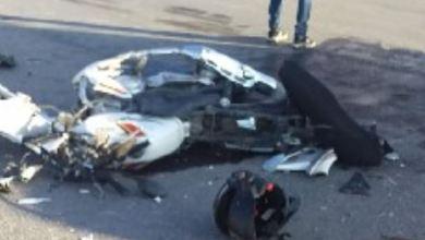 Muere motociclista al ser chocado por un auto que conducía su padre en Argentina