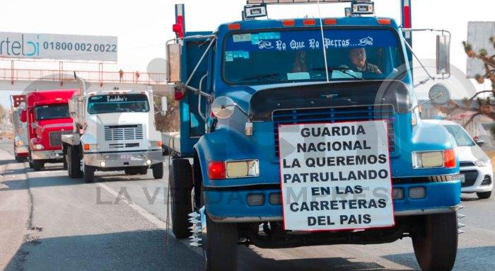 Protestan transportistas carretera México-Pachuca