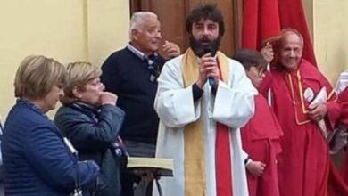 Sacerdote anuncia en misa que deja la iglesia porque se enamoró