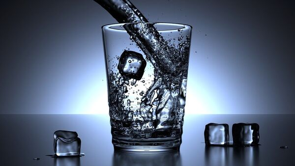 a glass of water and ice