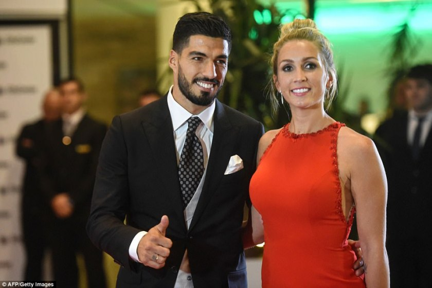 41ED2A7200000578-4654150-Uruguayan_footballer_Luis_Suarez_and_his_wife_Sofia_Balbi_pose_o-a-56_1498898474185