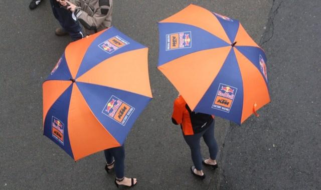 Mes anecdotes MotoGP : les «umbrella girls» au Mans en 2019