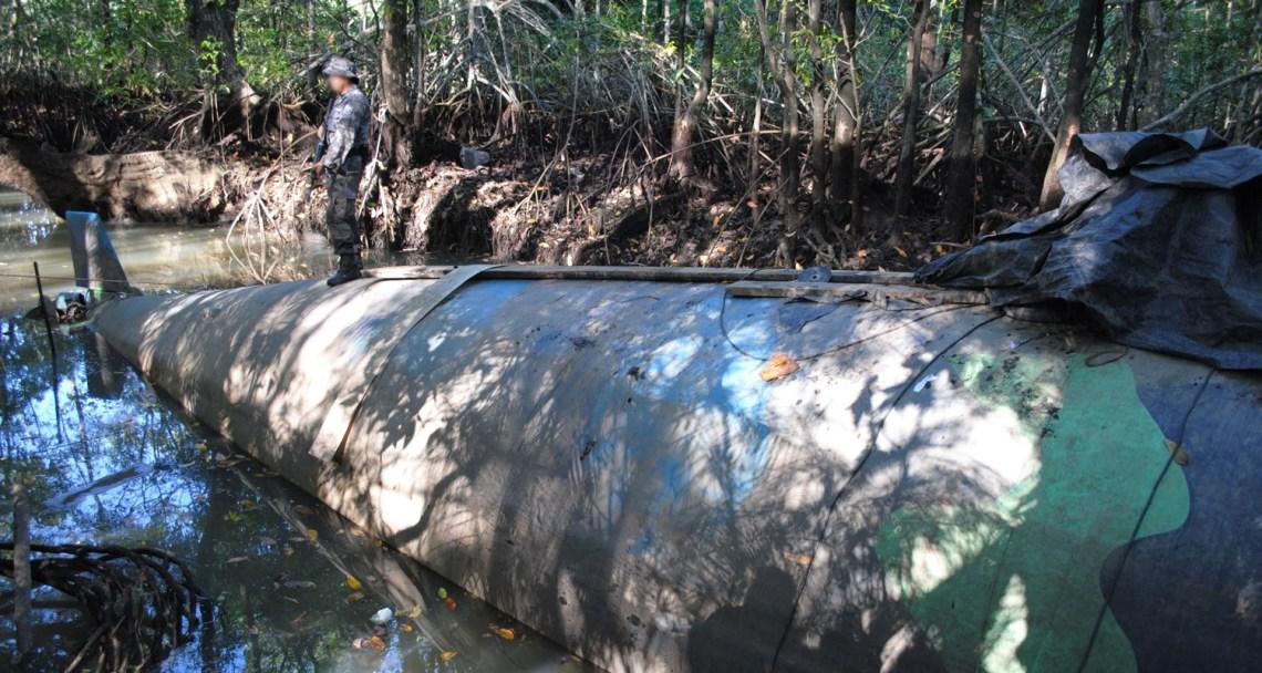 Narco_submarine_seized_in_Ecuador_2010-07-02_9