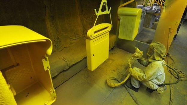 Mobiliario urbano en ocasiones es recubierto con pintura que puede contener plomo, según la OMS.