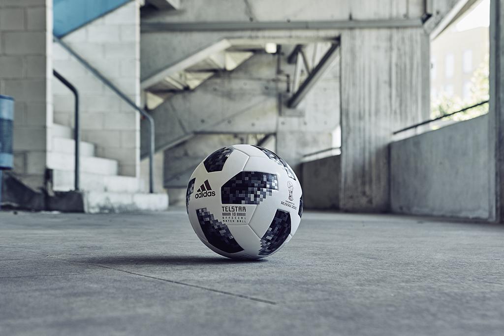 48ee80eeaeacf El Telstar 18 presenta un chip NFC incorporado – es la primera vez que ha  sido utilizado en un Balón Oficial – haciéndolo el balón más innovador de  la Copa ...