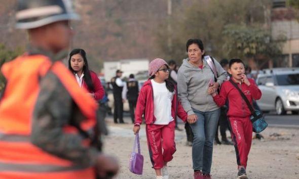 Unos 2 mil agentes de la Policía Nacional Civil, el Ejército de Guatemala y fiscales del Ministerio Público, participan en la operación. (Foto: AGN)