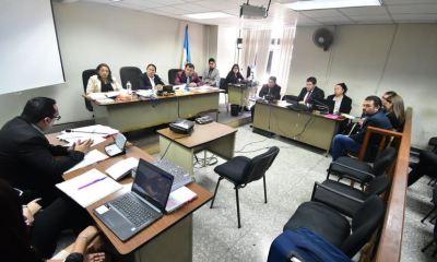 El juicio por el caso Comisiones Paralelas en el que se procesa al magistrado Eddy Orellana así como a Roberto y Clara López Villatoro inició este lunes.