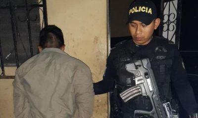 Un hombre fue capturado por pagar con billetes falsos en una cantina de Chiquimula. (Foto: PNC)