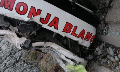 El autobús de transportes Monja Blanca se accidentó en el kilómetro 102 de la ruta a las Verapaces. (Foto: Eduardo Sam)