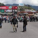Los agricultores mantienen el bloqueo en Los Encuentros, Sololá, y no se quitarán hasta no negociar con el presidente Alejandro Giammattei. (Foto: Twitter)