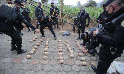 Las autoridades encontraron más de 50 morteros semi enterrados en un allanamiento en la entrada a la Aldea Chirijox, en Santa Catarina Ixtahuacán. (Foto: MINGOB)