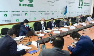 El jefe la Unidad de Atención a Denuncias de la Contraloría General de Cuentas, Walfred Rodríguez, asistió a un citatorio con los diputados de la UNE. (Foto: Partido UNE)
