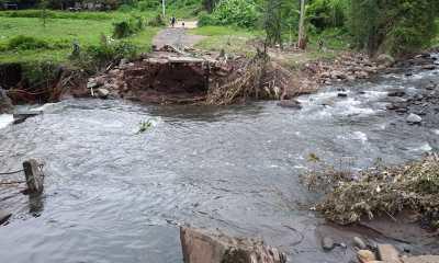 El rio Quila destruyo el puente del sector 8 de Aldea el Progreso.jpg