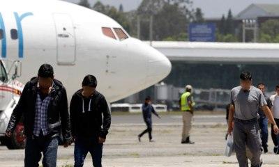 Los guatemaltecos que llegaron deportados de Estados Unidos este martes a Guatemala, superaro el COVID-19. (Foto: DCA)