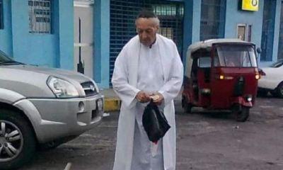 El padre Angel Ojuel falleció luego de sufrir quebrantos de salud. Su muerte deja un vacío entre los feligreses que asistían a la iglesia que él dirigía y con quienes compartía. (Foto: Cristian Soto)
