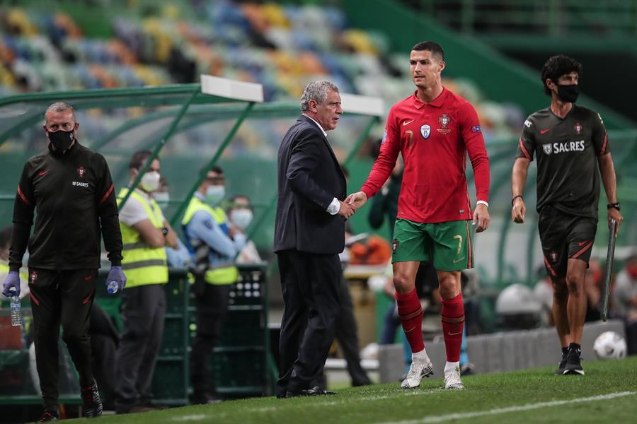 El portugués Cristiano Ronaldo abandonó la concentración de la selección de Portugal luego de ser diagnosticado con COVID-19. (Foto: EFE)