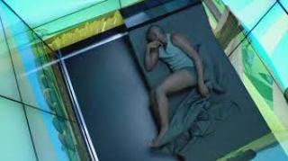 El ser humano, sitiado por la imagen. (Fotograma de Black Mirror 1x02)