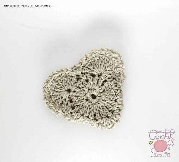 marcador de pagina coração em croche