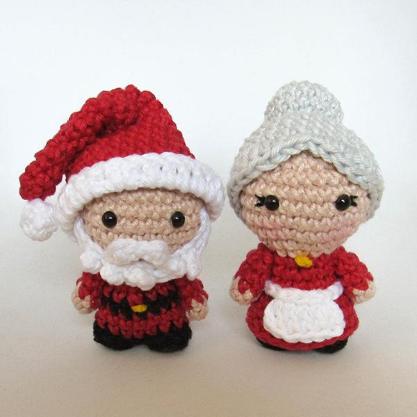 Papai Noel e Mamãe Noel - mini amigurumis by Crochelandia