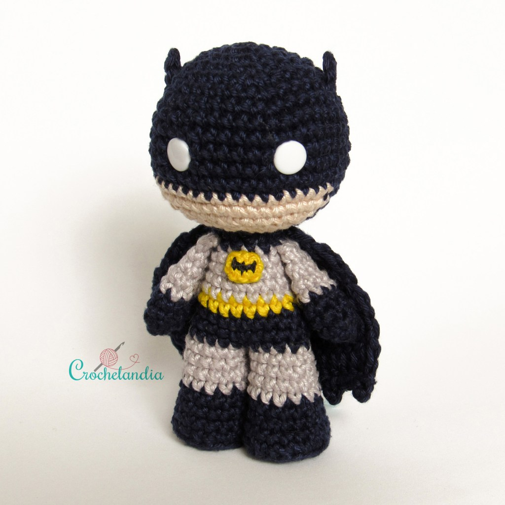 Toy Art Amigurumi Batman - by Crochelandia