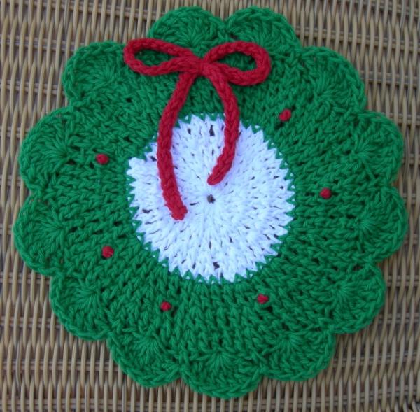 Christmas-wreath-dishcloth