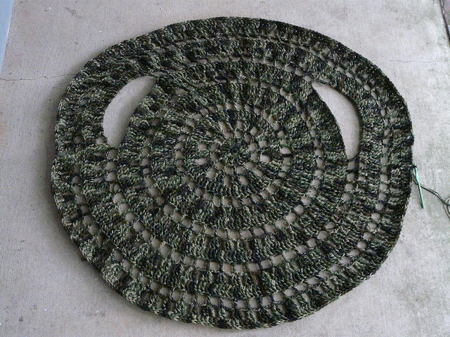 Teddy's crochet circle jacket to be, the first 18 rounds on a day when a little rain must fall into my life and my yard