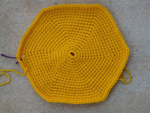 crochet hexagon bottom of a crochet bag