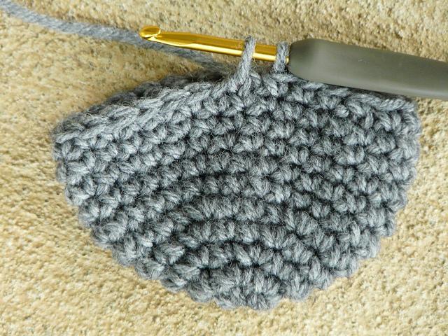crochetbug, invisible decrease, single crochet, crochet lemur, amigurPut your hook through the front loop of the first stitch of the decrease, amigrumi lemur, crochet toy