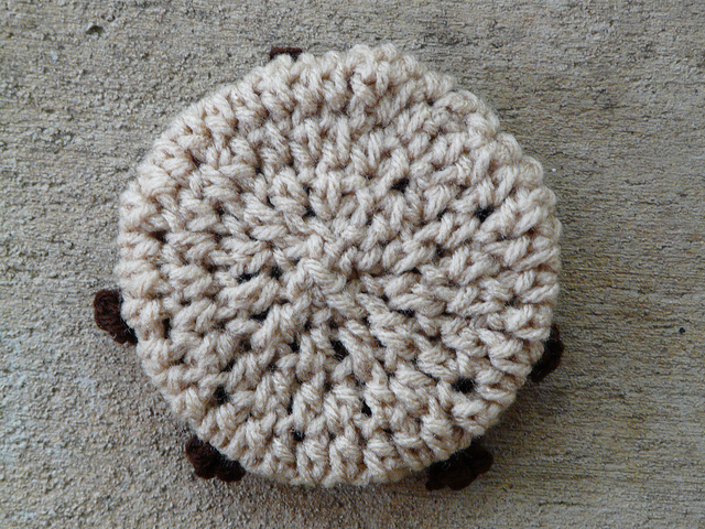 crochet chocolate chip cookie amigurumi cookie