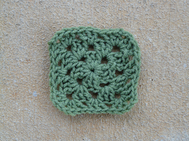 crochet granny square three rounds