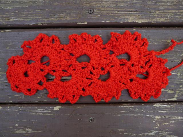 queen anne's lace crochet scarf