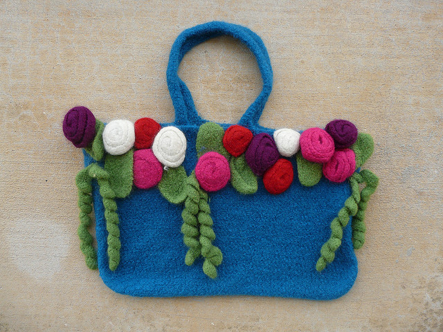 crochetbug, crochet purse, crochet tote, crochet bag, felted crochet, crochet roses, crochet flowers, crochet leaves, crochet curlicues, crochet rehab