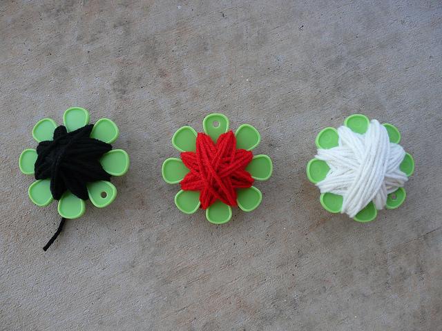 crochetbug, crochet scarf, crochet hat, josef Albers, crochet beanie, crochet cap, yarn bobbins