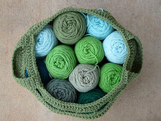 crochetbug, crochet basket, crochet bag, yarn stash, use what you have, verde, vert, green