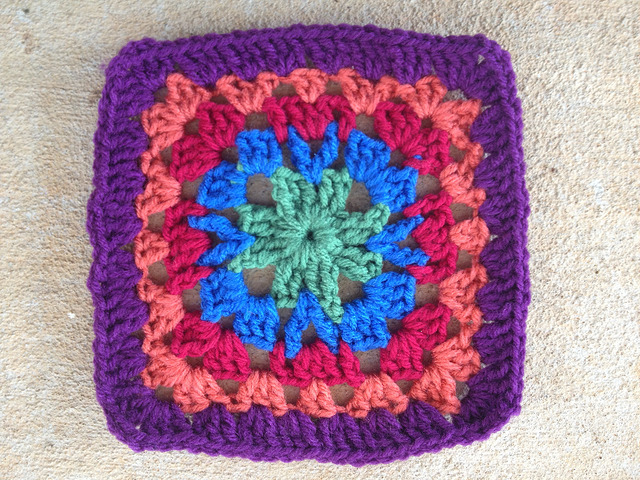 crochet square for a granny square crochet purse