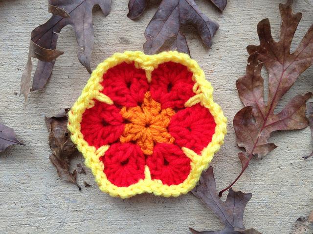 The first four rounds of an African flower crochet hexagon