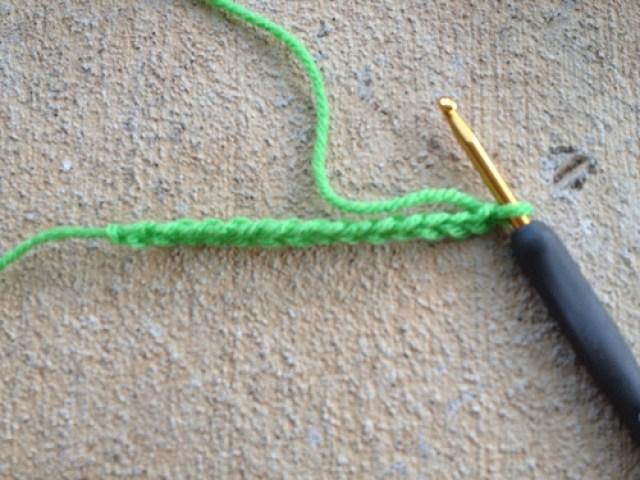psychedelic crochet coffee cozy, crochetbug, free crochet pattern, free pattern, crochet pattern