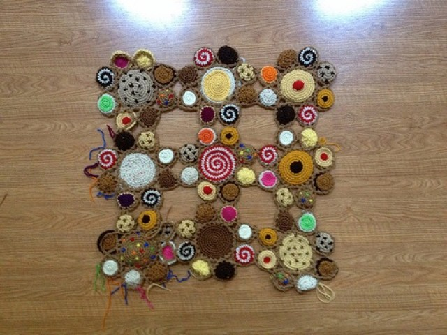 crochet cookie motifs with ends woven in