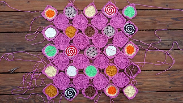 solid crochet squares and crochet cookie squares for a crochet blanket