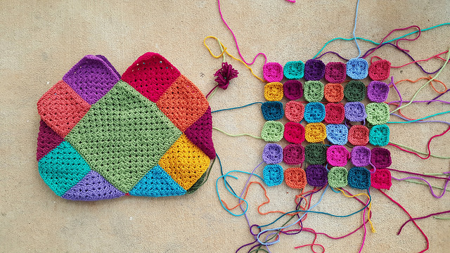 granny square crochet bag and crochet squares for the handle