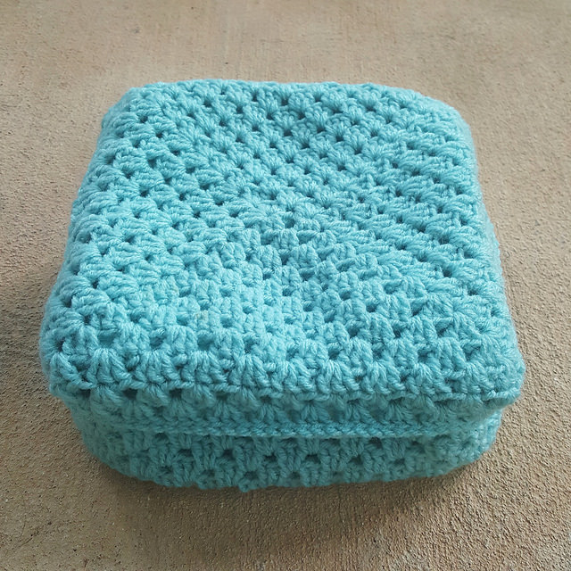 Trying to fit together the pieces of the crochet lunchbox