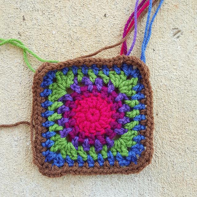 crochet circle at the center of a crochet bag