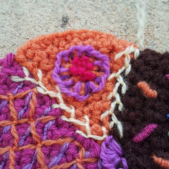 Cornmeal feather stitch