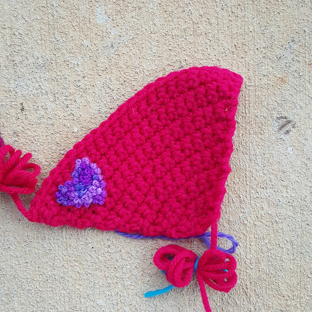 crochet fan with a heart of French knots