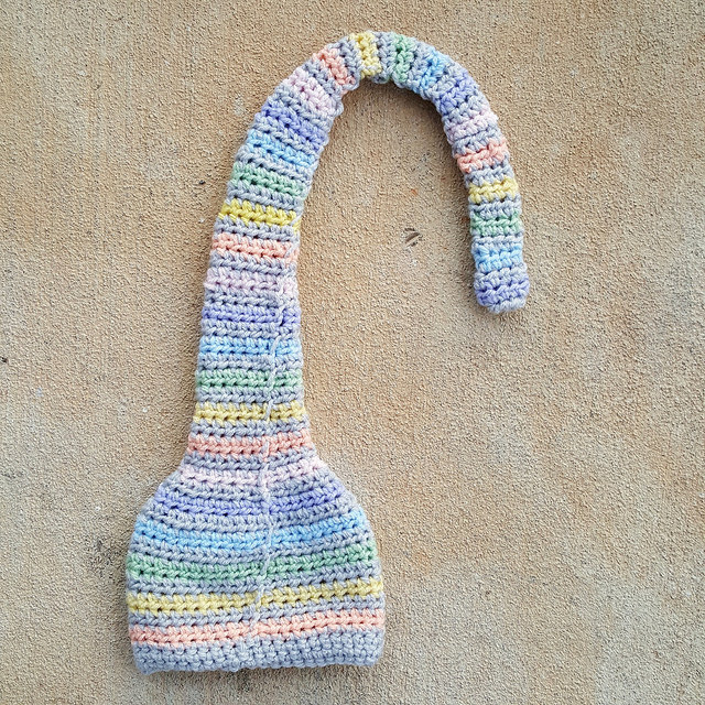 munchkin crochet hat with ends woven in